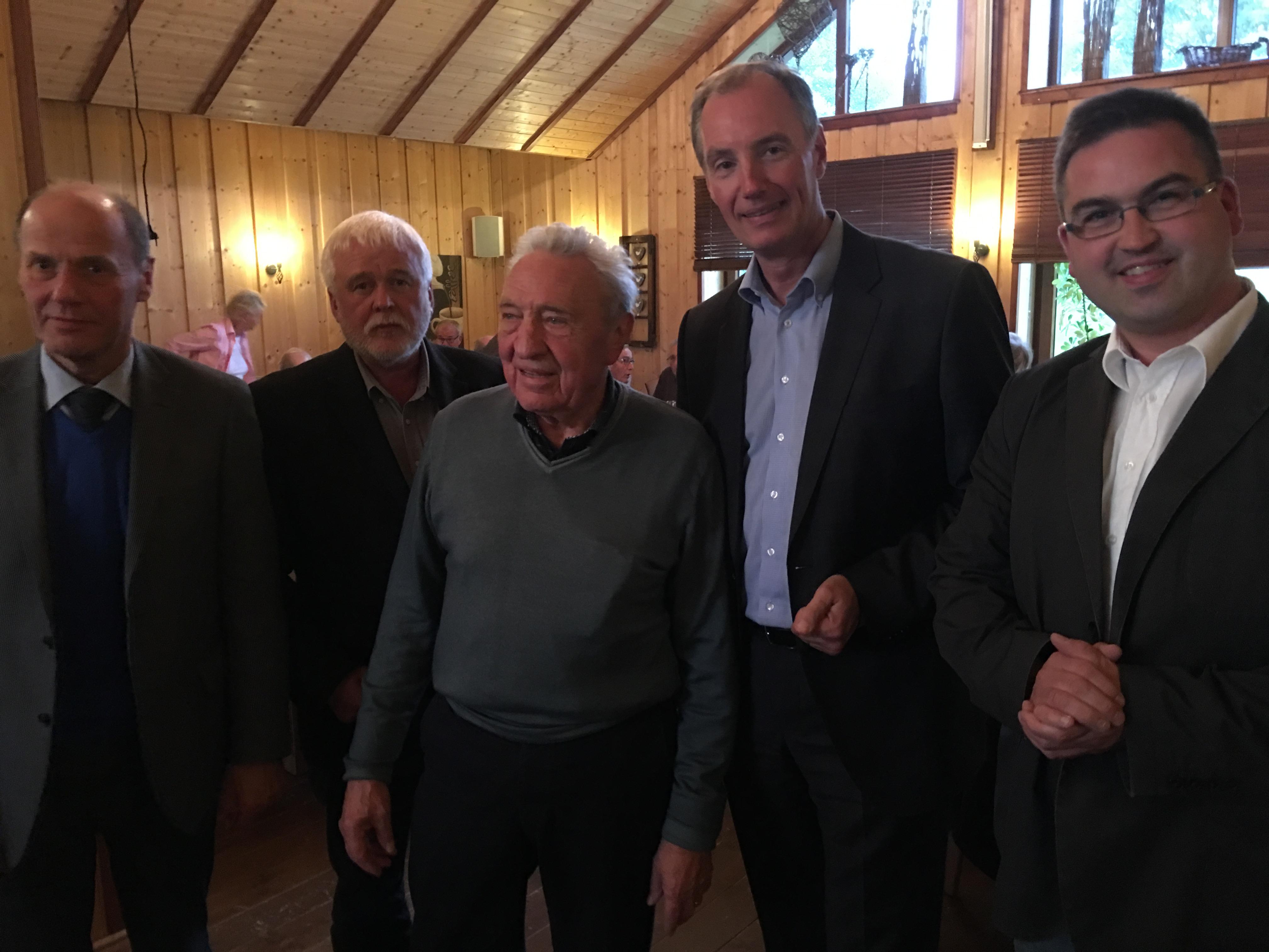 Attendorns CDU-Fraktionsvorsitzender Wolfgang Teipel, stellv. Fraktionsvorsitzender Rolf Schöpf, Chef der CDU Senioren Union Reinhard Henze, Matthias Heider, CDU-Chef Sebastian Ohm